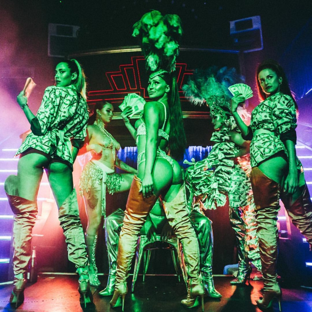 dance perfomence at cirque le soir