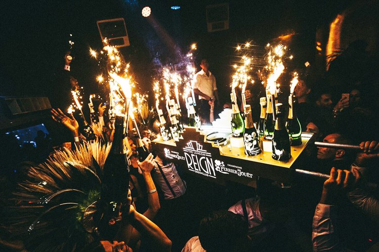 reign showclub new year eve booking